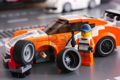 Fototapeta Porsche 911GT z Lego i kierowca