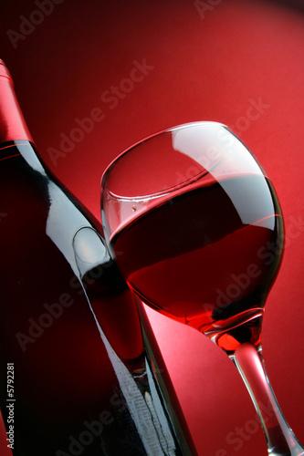 Butelka I Lampka Czerwonego Wina Fototapety Do Restauracji